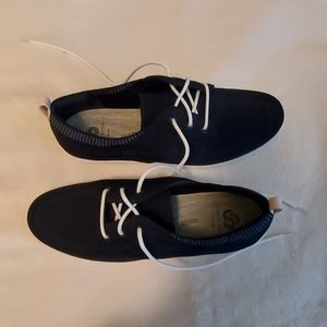 Womens size 8 shoes navy blue .